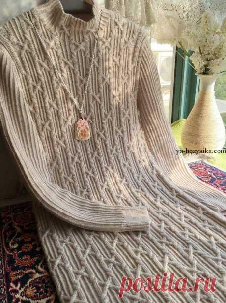 Платье спицами рельефными узорами. Вязаное спицами платье со схемами