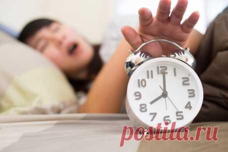 Упражнения, которые необходимо выполнять по утрам С каждым бывало, когда просыпаешься утром, а сил совсем нет. Вроде бы вертикальное положение принял, а проснуться так и не смог. А после и весь день пройдет так: с мыслями лишь о том, чтобы прийти домой и поспать. Наверняка тебе это хорошо знакомо.