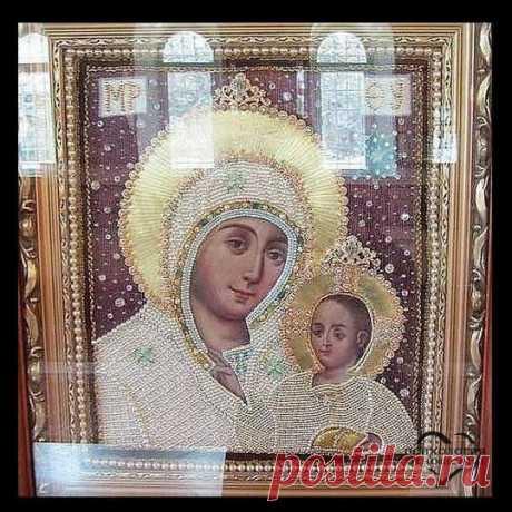 Эта икона Вифлеемской Божьей Матери. Это единственная икона, где Богородица улыбается. Эта икона помогает всем!!! Поставьте лайк и разместите у себя на странице, да поможет вам её волшебство!!!
