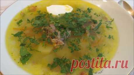 Рассольник — ароматное, наваристое блюдо русской кухни. Сытный, густой суп отлично утолит ваш голод, а так же согреет в холодное время года.  Как и борщ, имеет разные варианты приготовления, и каждая хозяйка варит его по-своему.  Рецепты вы можете встретить совершенно разные.