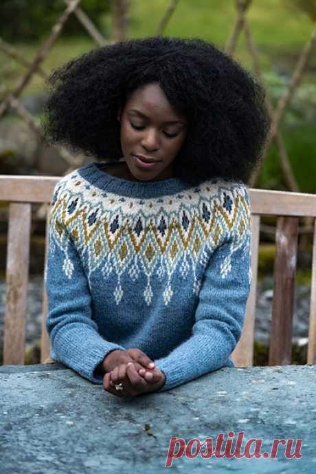Пуловер с жаккардовой кокеткой Seacross от Becky Baker (на английском)  Seacross-это бесшовный свитер, связанный сверху вниз с потрясающей пятицветной кокеткой.  РАЗМЕРЫ По размеру бюста: 76-81 (86-91: 97-102: 107-112: 117-122: 127-132) см Прибавка на свободу облегания 5-14 см  Размеры бюст обхват: 85 (100: 105: 123.5: 125: 134.5) см Общая длина: 58 (58: 59: 59.5: 61: 64) см длина по боковому шву : 38 (37.5: 39: 39.5: 37: 40) см длина по внутреннему шву рукава: 46 (48: 50:...