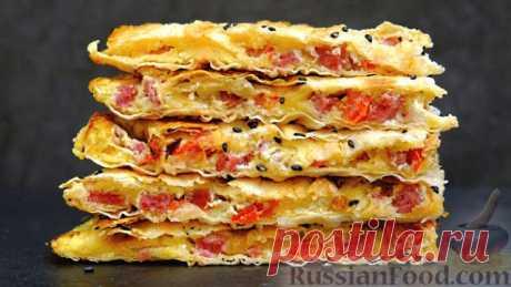 Лаваш с сыром, колбасой, помидорами и яйцами Ингредиенты:Лаваш – 1 шт. Яйцо – 2 шт. Сыр – 100 гр. Колбаса – 100 гр. Помидор (или соленый огурец) – около 60 гр. Соль, черный перец – по вкусу Кунжут – по желаниюВидео рецепт: Пошаговый фото рецепт: Лаваш с сыром, колбасой, помидорами и...