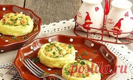 """Блюдо — сказка! Готовить его будете каждый день! Картофельные """"гнёзда"""" с курицей - необычно и вкусно."""