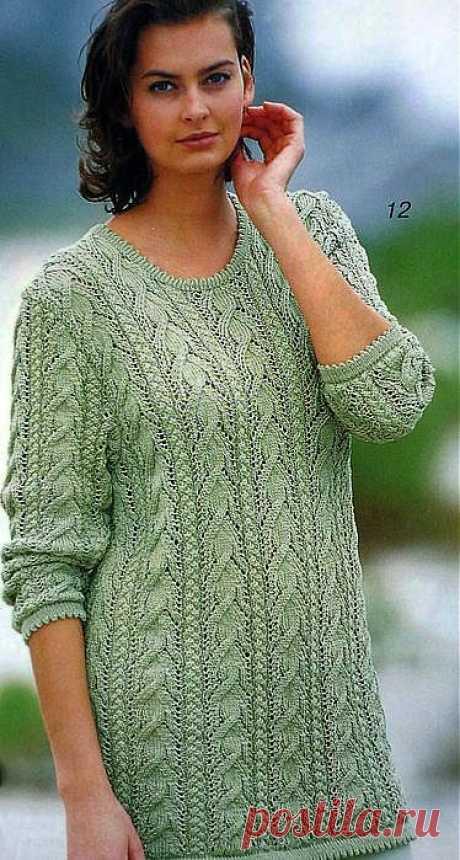 Пуловер с рельефными узорами спицами..