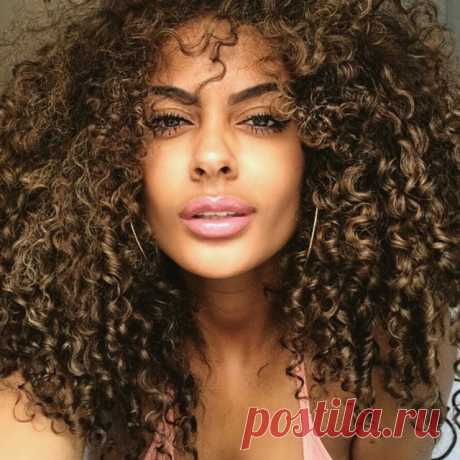 Haircuts for long hair 2019: Top 10 womens long hairstyles 2019 and more Haircuts for long hair 2019 will brighten your mood and help you look stylish. Long hair provide you with enough canvas surface to present your artwork.