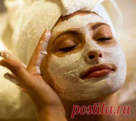 Как сделать маску против отеков?  =Опухшее лицо – следствие не только возлияний накануне. Отеки – частый результат элементарного недосыпа. Ни огурцы, ни даже пакетики с чаем не сравнятся по эффективности с картофельной маской. Положите ломтики картофеля или кашицу из свеженатертых клубней на лицо, выдержите маску 20 минут – и наслаждайтесь видом свежей, отдохнувшей, помолодевшей кожи.