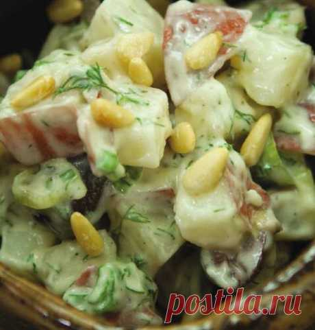 #миф_вкуснаясуббота #вкусная_суббота Картофельный салат с орехами, оливками и укропом Многие любят картофельный салат, но ведь рецепт этого салата можно разнообразить! Кедровые орехи и оливки — необычная добавка к такому салату, они придают привычному блюду тонкие средиземноморские нотки. Подайте салат в гнездышке из свежего шпината, и это будет полноценная закуска. Ингредиенты 800 г красного картофеля, нарезанного кубиками 1 стакан диетического майонеза 4 головки лука-шалота, нарезанные…