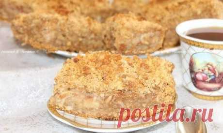 """Яблочный пирог с корицей """"Скороспелка"""" Автор: Наталья Васильева  Хочу поделиться рецептом очень-очень вкусного, нежно-влажного яблочного пирога. Назвала я его так, потому что он действительно готовится быстро, просто и из самых доступных продуктов, которые, я думаю, у каждого найдутся в домашних продуктовых запасах. За основу взяла техн ..."""