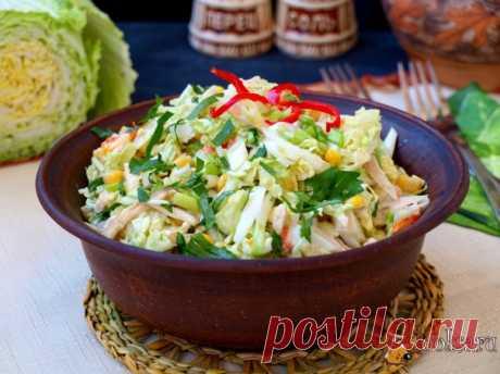 """Салат """"Лохматый"""" с индейкой и пекинской капустой Салат """"Лохматый"""" с индейкой и пекинской капустой, отличный салатик для разнообразия домашнего меню. Такой салат можно предложить на завтрак или ужин. В состав салата также входит кукуруза, яйцо и помидоры, получается и сочно и сытно."""