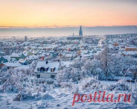 Картинки зима. германия, дома, regensburg, снег, сверху, город - обои 1280x1024, картинка №377354