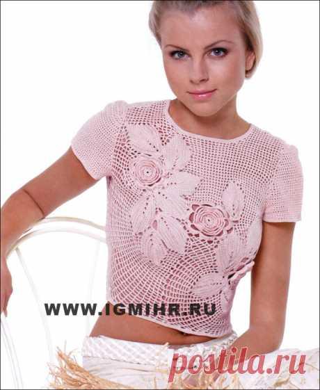 Розовая блузка с композицией из цветов и листьев. Крючок