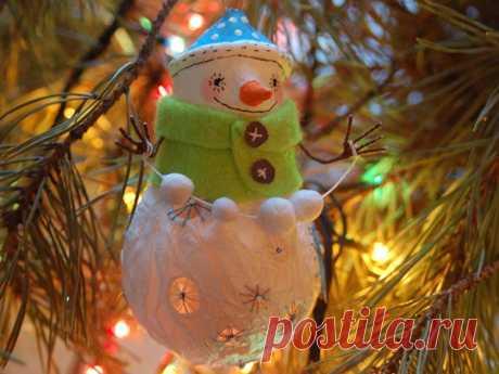Снеговички из лампочек.
