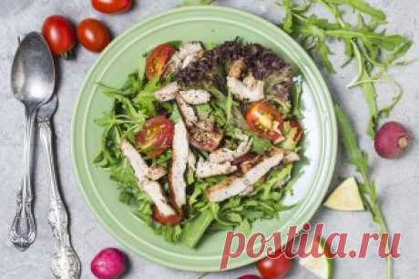 Топ-5 диетических салатов с куриной грудкой Куриная грудка – один из лучших источников белка, поэтому данные салаты способствуют похудению и укреплению мышц тела, при правильных тренировках.