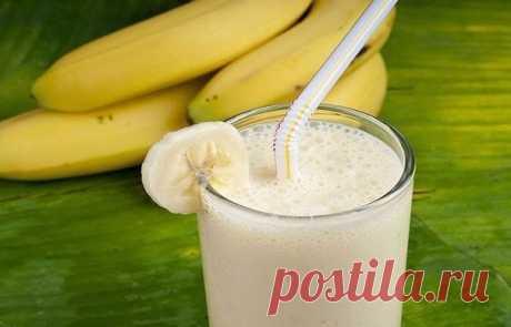 Сохраняем себе!  Если у вас потускнели волосы, ломаются ногти и появились круги под глазами, каждое утро выпивайте стакан этого напитка и уже через неделю вы засияете!  Вам понадобится: 300 г молока, 3 столовые ложки сухих овсяных хлопьев, 1 банан и столовая ложка меда.  Приготовление: Сначала залейте хлопья 3-4 ложками молока и измельчите смесь в блендере, затем добавьте туда же измельченный банан, взбейте все с ложкой меда и добавьте оставшееся молоко.  Применяйте именно...