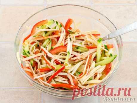 Нетривиальный салат с крабовыми палочками