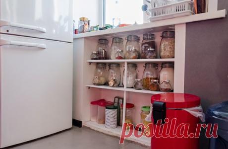 Зимний холодильник под окном: примеры оформления на фото
