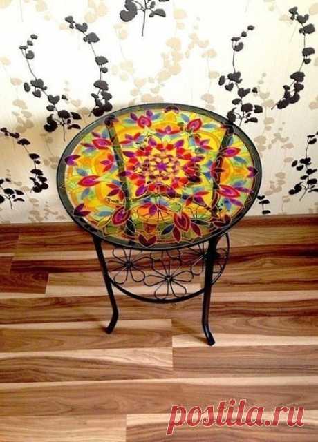 Декор журнального стола с помощью витражных красок