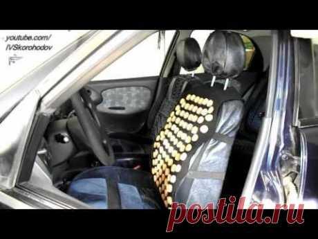 Накидка на спинку сиденья автомобиля из пробок от шампанского