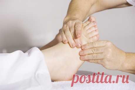 Почему сводит мышцы ног? Стоит ли беспокоиться? Судороги мышц Многие из нас испытывали такое чувство, описываемое нами как «сводит ноги». Чаще всего это не опасный симптом, однако в ряде случаев он может говорить о наличие серьезной патологии. Статья носит информационный характер, необходимо проконсультироваться со специалистом. Под «сведением ног» обычно понимают судороги мышц ( спазмы) нижних... Читай дальше на сайте. Жми подробнее ➡