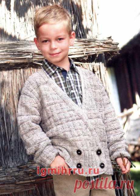 Для мальчика 5-13 лет. Двубортный жакет с рельефным узором. Вязание спицами для мальчиков со схемами и описанием