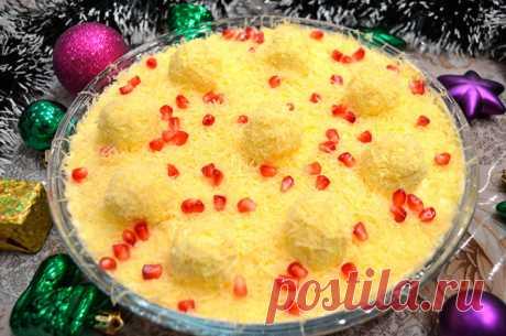 Очаровательный салат «Снежные сугробы» Очаровательный салат «Снежные сугробы»: на новогодний стол Отличным украшением праздничного стола станет очаровательный салат «Снежные сугробы». Легкий,