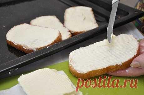 """""""Яичный коблер - восхитительный завтрак для всей семьи""""  Ингредиенты:  ●1 нарезной белый батон, Показать полностью…"""