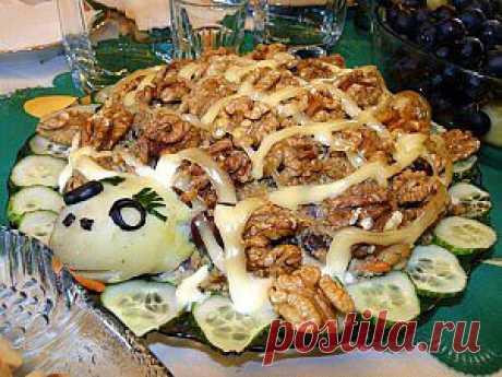 """Красивый салат """"Черепаха"""" Предлагаю рецепт оригинального и очень вкусного салата «Черепаха» - настоящий кулинарный шедевр. Рецепт тут"""