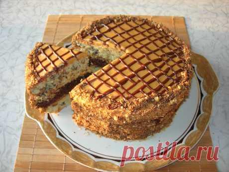 Домашний торт «Витязь», очень вкусный и совсем несложный в приготовлении! Предлагаю Вашему вниманию рецепт торта «Витязь», по внешнему виду он немного напоминает торт «Желанные встречи», но по составу ингредиентов это разные торты.