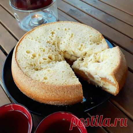 Шарлотка. Рецепты деревенской кухни         Сегодня дарим вам рецепт самого простейшего пирога, шарлотки с яблоками, который мы готовим в мультиварке. Наверно (и даже скорее всего), хлебопечка также может подойти для её приготовления.Пр…