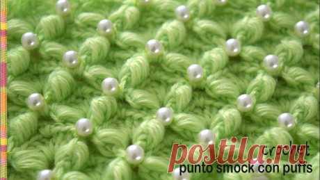 Punto smock con puffs tejido a crochet - Tejiendo Perú Este lindo punto imita al bordado del punto smock que se hace mucho en la pechera de los vestidos para niñas. Si le cosen perlas en las intersecciones queda ...