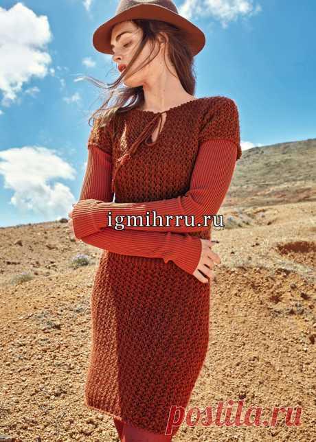 Шерстяное платье с ажурным сетчатым узором. Вязание спицами