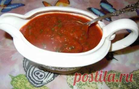 Сацебели по-грузински Сацебели по-грузински - это очень вкусный, яркий, пикантный соус, который можно легко приготовить в домашних условиях по этому рецепту. Такой соус прекрасно сочетается с курицей и мясными блюдами. Сделайте этот соус, перелейте в баночку и смело берите с собой на шашлыки и барбекю. Он станет отличным дополнением!