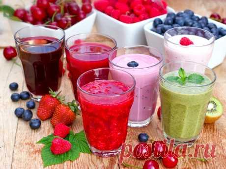 15 причин пить смузи ежедневно Смузи – это густой напиток, состоящий из перемолотых в блендере овощей, трав, ягод и фруктов. Этот коктейль сохраняет в своем составе все полезные вещества и микроэлементы: клетчатку, витамины, вкусовые качества и текстуру продукта