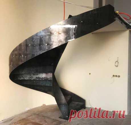 Винтовая лестница с моллированным ограждением