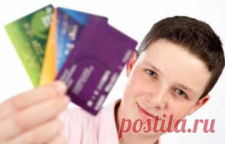 Со скольки лет можно получить карту, в каком возрасте оформляют банковскую дебетовую или кредитную карту, где получить карту несовершеннолетнему, условия банков.