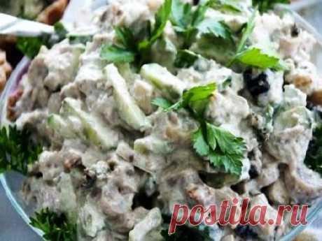 Салат с куриным мясом и горошком. Быстрый салат к ужину