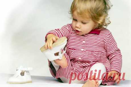 How to choose the first footwear for the kid? As it is correct to choose the first footwear for the child further to avoid serious problems with gait and a bearing.