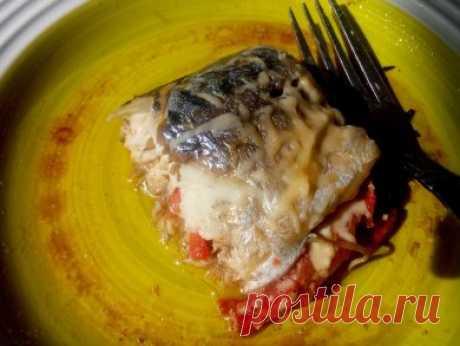 Сочная скумбрия с помидорами - рецепт с фотографиями