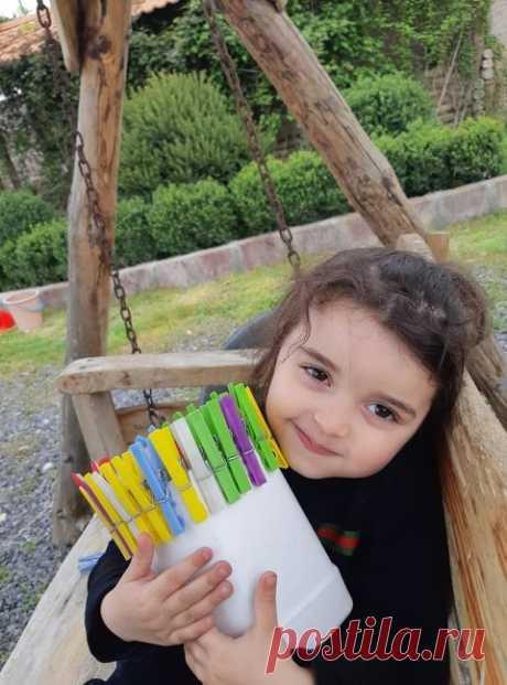 Շնորհավո՛ր տոնդ մեր գեղեցկուհի:💥 Happy International Children's Day Բարև երեխաների պաշտպանության միջազգային օր՝.Հունիսի 1... Թող աշխարհի բոլոր մանուկները մեծանան ընտանիքներում, ստանան ծնողների ջերմությունն ու սերը, և իրենց վառ աչուկներով լուսավորեն մեր մոլորակը......ամեն օր ավելի ու ավելի ամուր կանգնեն հողի վրա և դառնան ապագայի լուսավոր կերտողներ... Անցյալը երբեք չես կարող ջնջել, Ինչպես չես կարող տեսնել ապագան: Շատ ենք ետ նայում, ու նայում առաջ, ՈՒ մոռանում ենք ապրել մեր ներկան: