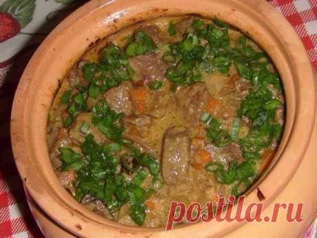 Печень с сухими грибами в сметанном соусе, приготовленная в духовке!