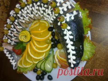 Фаршированнпя рыба .   для фарша(мякоть самой рыбы  жаренный лук грибы жаренные сок лимона.)