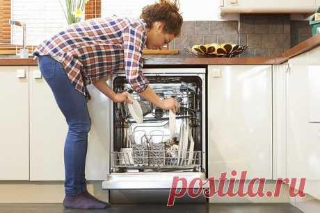 Что персонал кафе кладёт в посудомоечную машину и почему не помешает сделать так же