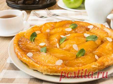 """Тарт Татен с яблоками на Вкусном Блоге В кулинарной академии мы шутливо называли этот пирог """"тра-та-тен"""" – кто-то из группы однажды оговорился – и понеслась 🙂 Мы начнем с татена с яблоками – это самый распространенный вариант пирога 🙂 Есть еще куча вариаций с грушами, персиками, апельсинами, абрикосами, айвой и другими фруктами-ягодами. Но о них мы поговорим…"""