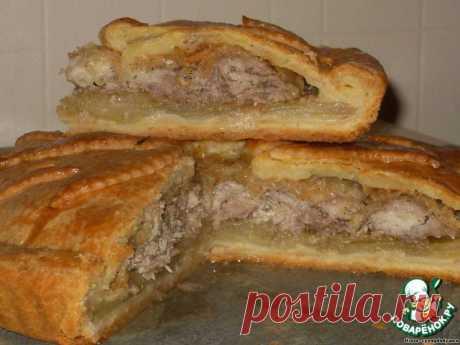 Пирог с мясом и картофелем - звучит банально, поэтому уточню: очень вкусный пирог с мясом и картошкой ....  Пирог невероятно вкусен в горячем виде, но и в холодном тоже очень хорош.