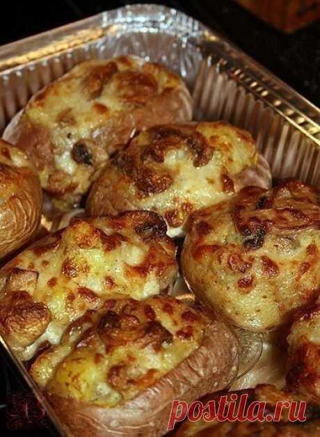 Печенный картофель с начинками на 100 г 100 ккал  Приблизительно 1 кг картофеля или более(где-то 7-8 средних картофелин) 1 кг крупной соли Показать полностью…