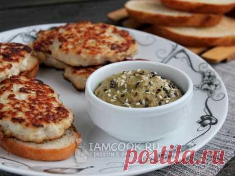 Вкусная и пикантная закуска из баклажанов, чеснока и кунжутных семечек. Подавайте как намазку на хлеб или к мясным / рыбным блюдам.