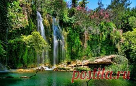 Водопады Куршунлу - турецкое чудо природы Водопады Куршунлу находятся на реке Аксу, которая берет свое начало в горах Торос и впадает в Средиземное море к востоку от Антальи.