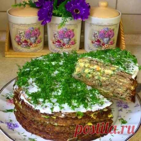 Печеночный торт «Закусочный» с луком, морковью.  Многими любимый закусочный печеночный торт.  Это очень красивая, невероятно вкусная эффектная закуска, которая прекрасно смотрится на любом праздничном столе.   Торт по этому рецепту получается очень…