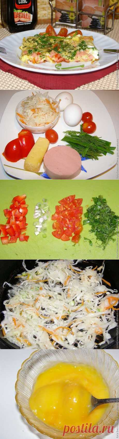 Яичница с квашеной капустой и колбасой / Рецепты с фото