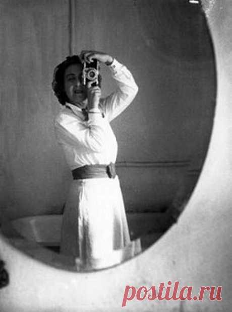 ՊԱՏՄՈւԹՅԱՆ ԸՆԹԱՑՔԸ ՓՈԽԱԾ ՀԱՅՈւՀԻ👏  «ЖЕНЩИНА В МОРЕ» – АНИТА КОНТИ Անիտա Կոնտի (Անիտա Կարագոշյան) (1899-1997 թթ.) Չնայած, որ Հայաստանը ելք չունի դեպի օվկիանոս, բայց օվկիանոսագիտության մեջ առաջինն է: Այո՛, դուք կռահեցիք, աշխարհում առաջին կին օվկիանոսագետը ազգությամբ հայ է՝ ֆրանսիացի բնախույզ, լուսանկարիչ Անիտա Կոնտին, նույն ինքը՝ Անիտա Կարագոշյանը: 1939 թվականին նա 3 ամիս ժամանակով՝ ձողաձուկ որսալու համար «Վիկինգ ձկնորսանավով ուղևորվում է Արկտիկա: